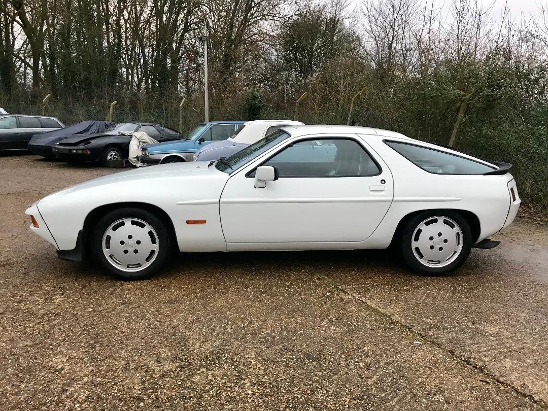 1986 Porsche 928 S ONLY 96,000MILES, huge Service History File ! For Sale (picture 4 of 11)