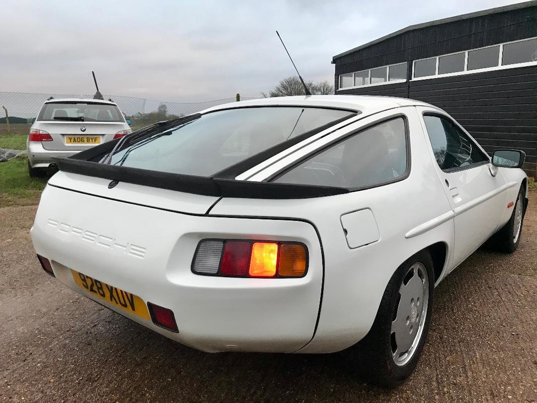 1986 Porsche 928 S ONLY 96,000MILES, huge Service History File ! For Sale (picture 9 of 11)