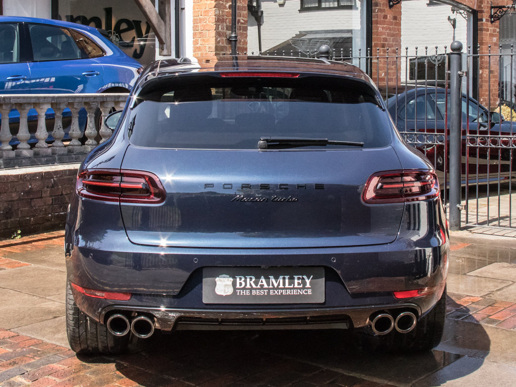 2018 Porsche    Macan Turbo Performance Edition For Sale (picture 6 of 18)