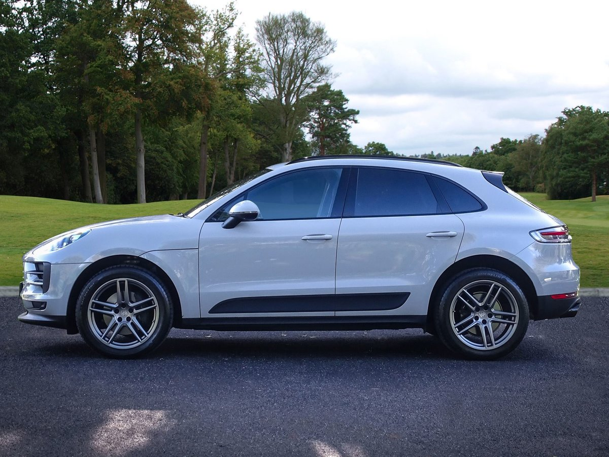 2018 Porsche  MACAN  2.0 2019 MODEL PDK AUTO  49,948 For Sale (picture 2 of 24)
