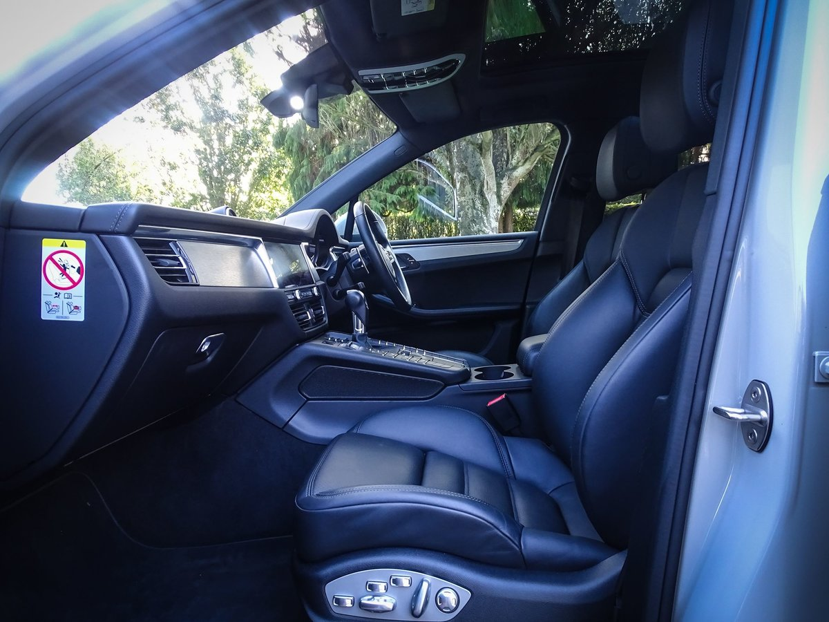 2018 Porsche  MACAN  2.0 2019 MODEL PDK AUTO  49,948 For Sale (picture 3 of 24)
