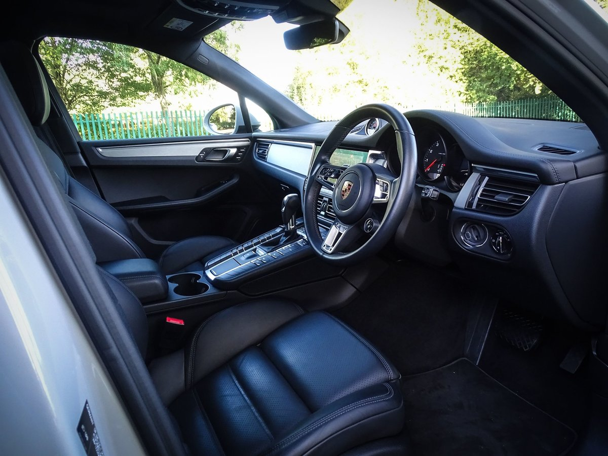 2018 Porsche  MACAN  2.0 2019 MODEL PDK AUTO  49,948 For Sale (picture 22 of 24)
