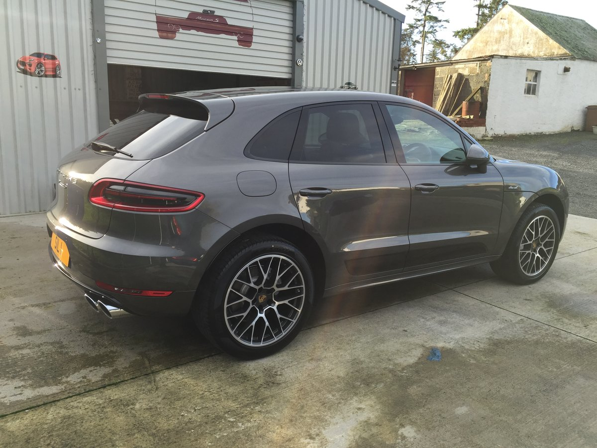 2016 Probably the best Spec'd Macan For Sale (picture 1 of 4)