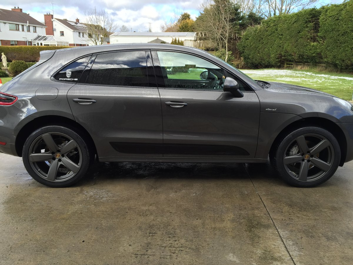 2016 Probably the best Spec'd Macan For Sale (picture 2 of 4)