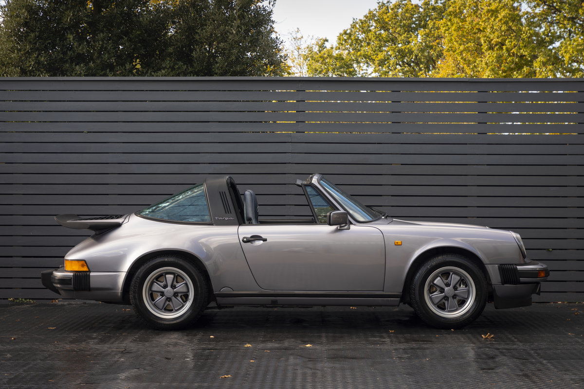 1988 PORSCHE 911 3.2 TARGA JUBILEE EDITION LHD SOLD (picture 4 of 17)