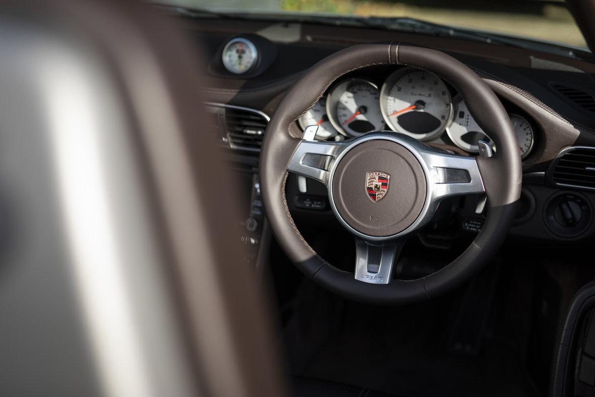 2010 Porsche 997 Turbo S Cabriolet  ONLY 1700 MILES For Sale (picture 10 of 23)