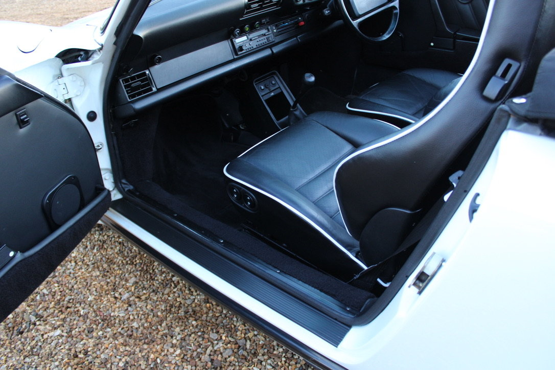 1987 PORSCHE 911 SUPERSPORT CAB – 60,000 MILES – £75,950 For Sale (picture 21 of 23)