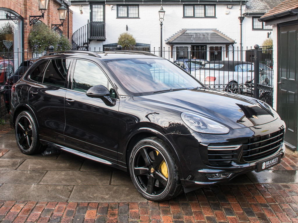 2016 Porsche    Cayenne Turbo S  For Sale (picture 2 of 18)