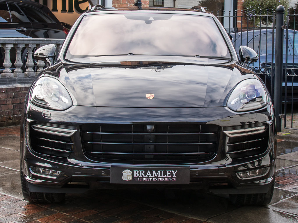 2016 Porsche    Cayenne Turbo S  For Sale (picture 3 of 18)