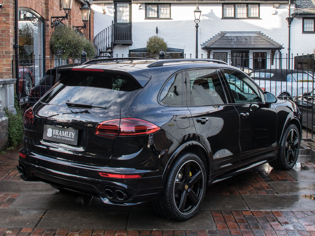 2016 Porsche    Cayenne Turbo S  For Sale (picture 7 of 18)