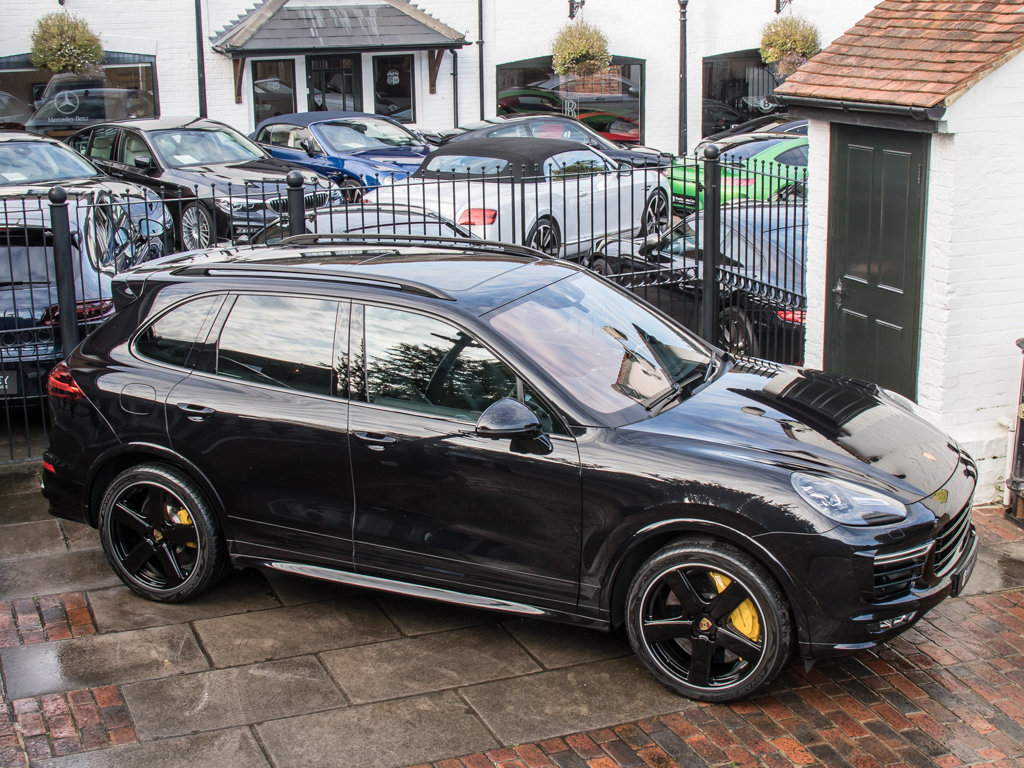 2016 Porsche    Cayenne Turbo S  For Sale (picture 8 of 18)