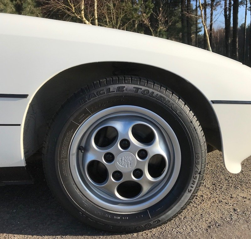 1986 Porsche 924S Manual - Low Mileage, FSH, Utterly Gorgeou SOLD (picture 5 of 6)