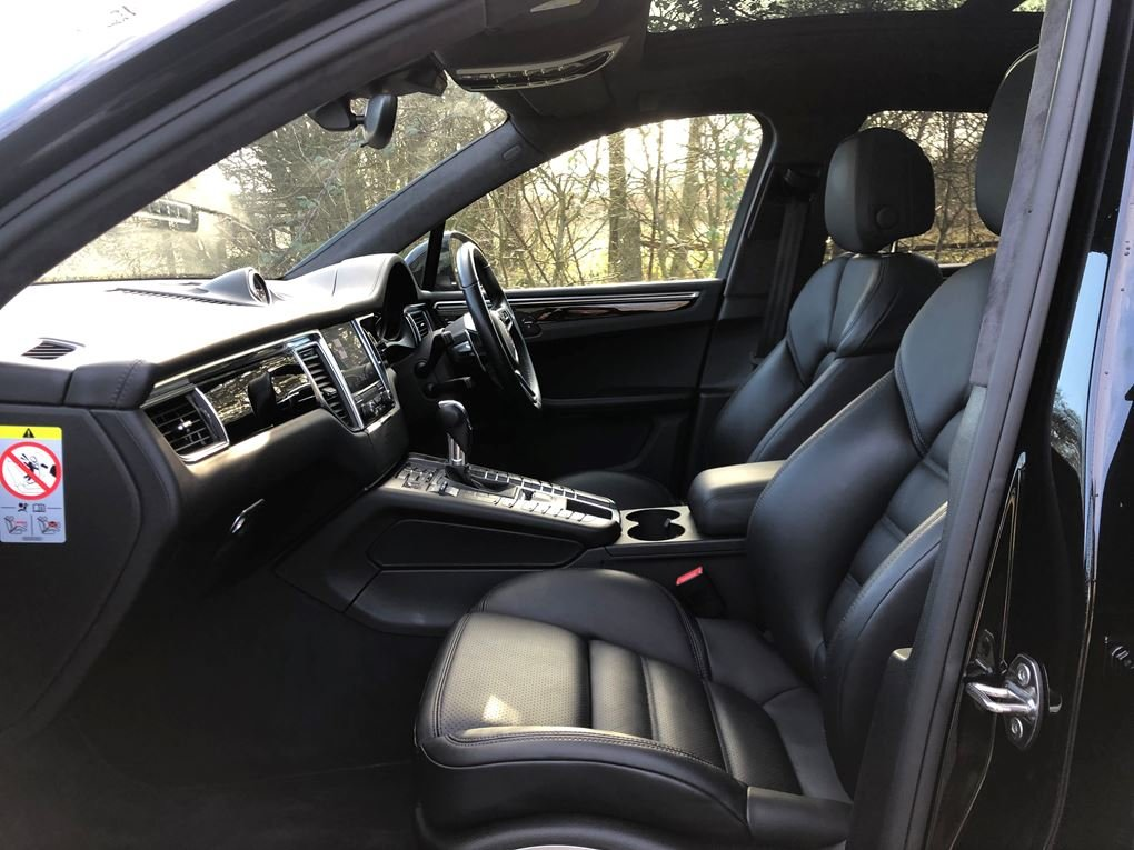 2018 Porsche  MACAN  TURBO PERFORMANCE PDK  59,948 For Sale (picture 3 of 24)