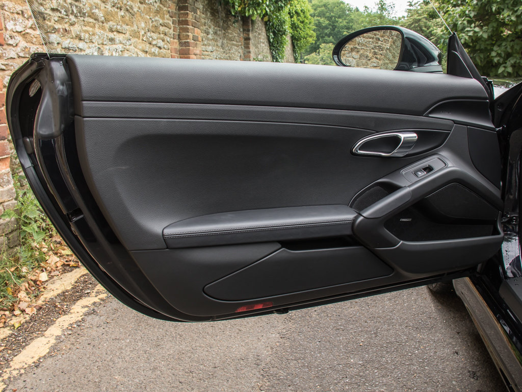 2018 Porsche  Cayman  718 Cayman S For Sale (picture 10 of 18)