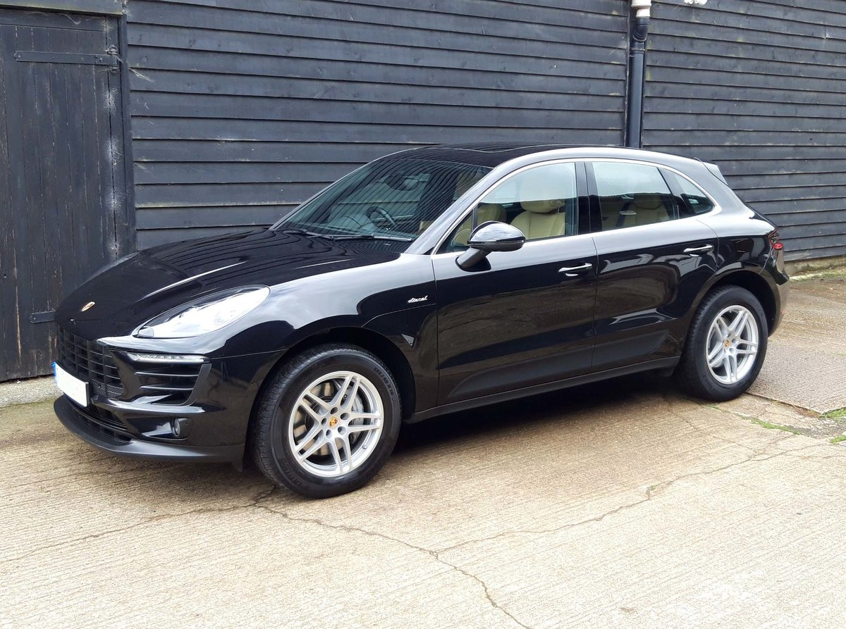 2016 PORSCHE MACAN 3.0TD V6 S (HUGE SPEC: S/Chrono, Pano, Bose) For Sale (picture 3 of 6)
