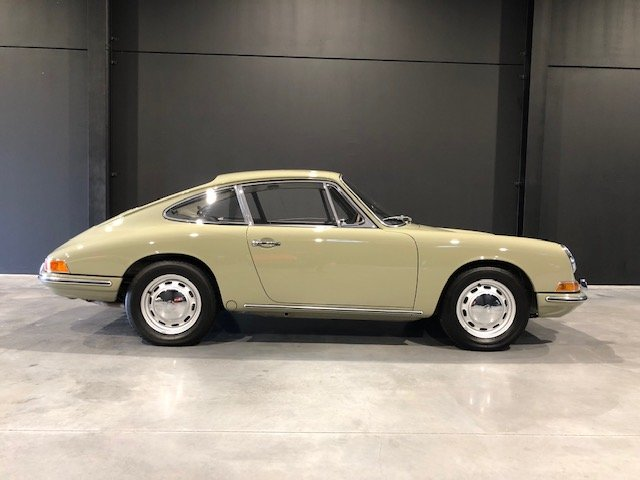 1965 Sunroof Porsche 911 For Sale (picture 2 of 6)