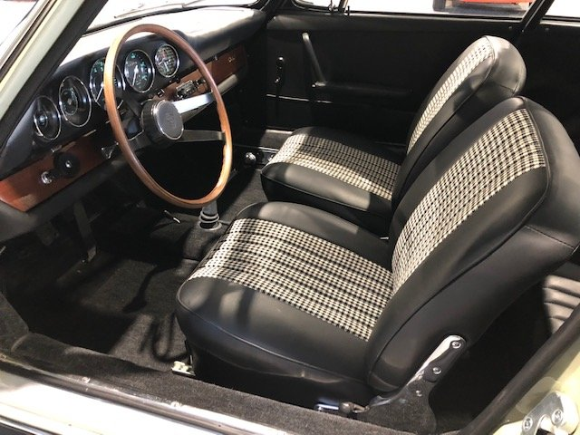 1965 Sunroof Porsche 911 For Sale (picture 4 of 6)