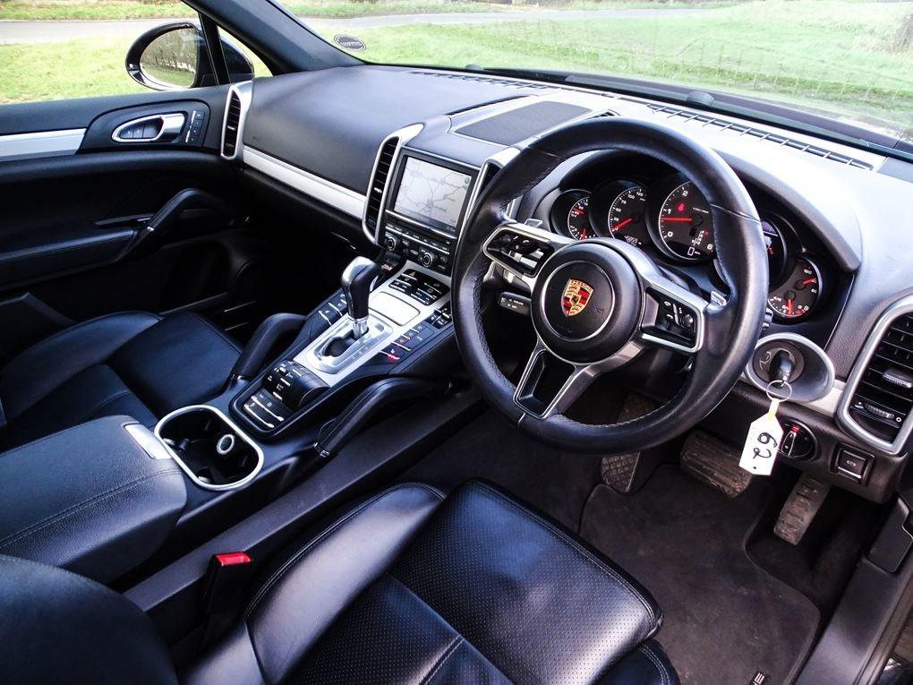 2015 Porsche  CAYENNE  3.0 D V6 TIPTRONIC S AUTO  29,948 For Sale (picture 6 of 19)