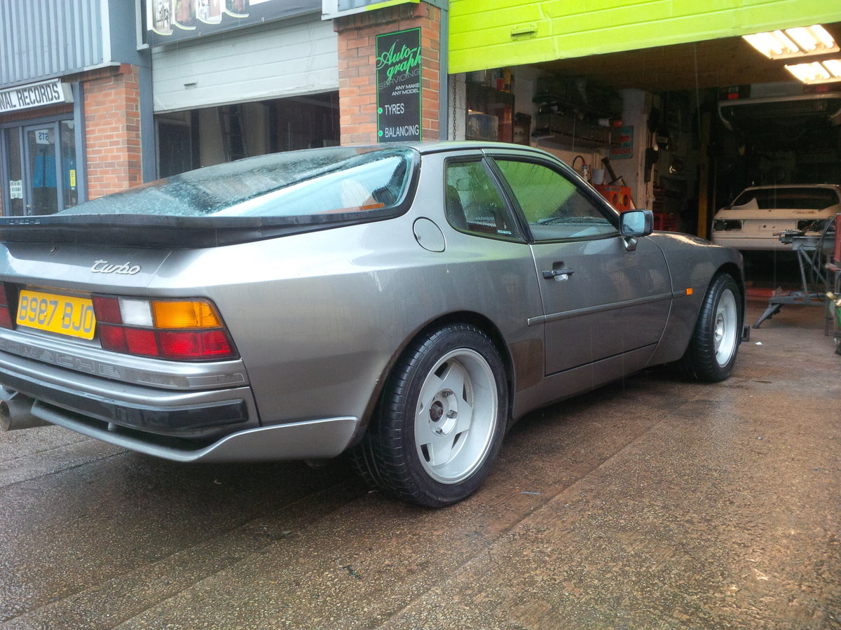 1985 Porsche 944 Turbo series 1 lhd non sunroof For Sale (picture 2 of 6)