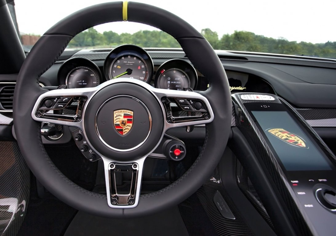 2015 Porsche 918 Spyder For Sale by Auction (picture 3 of 4)
