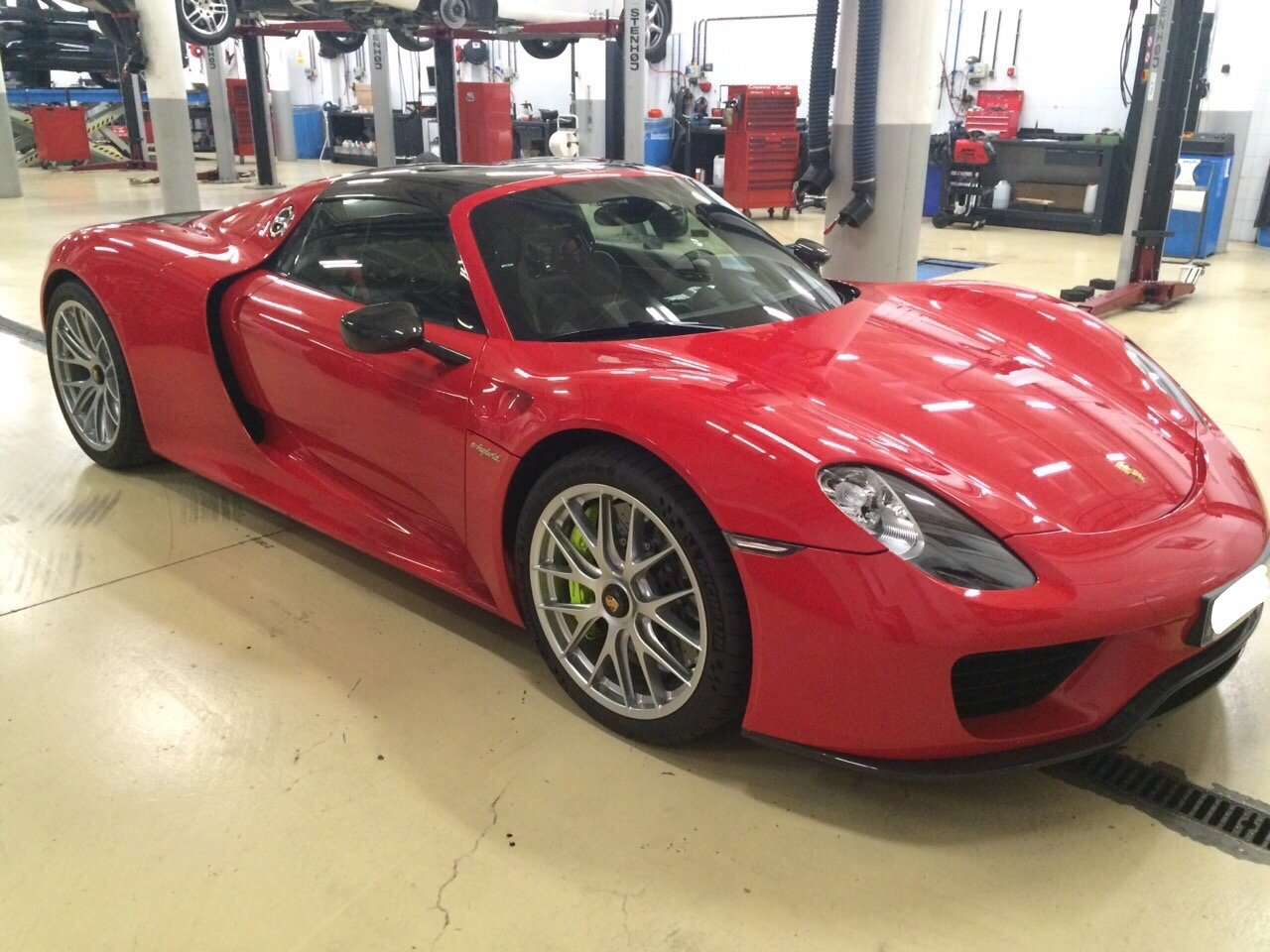 2014 PORSCHE 918 SPYDER - GS CARS For Sale by Auction (picture 1 of 6)