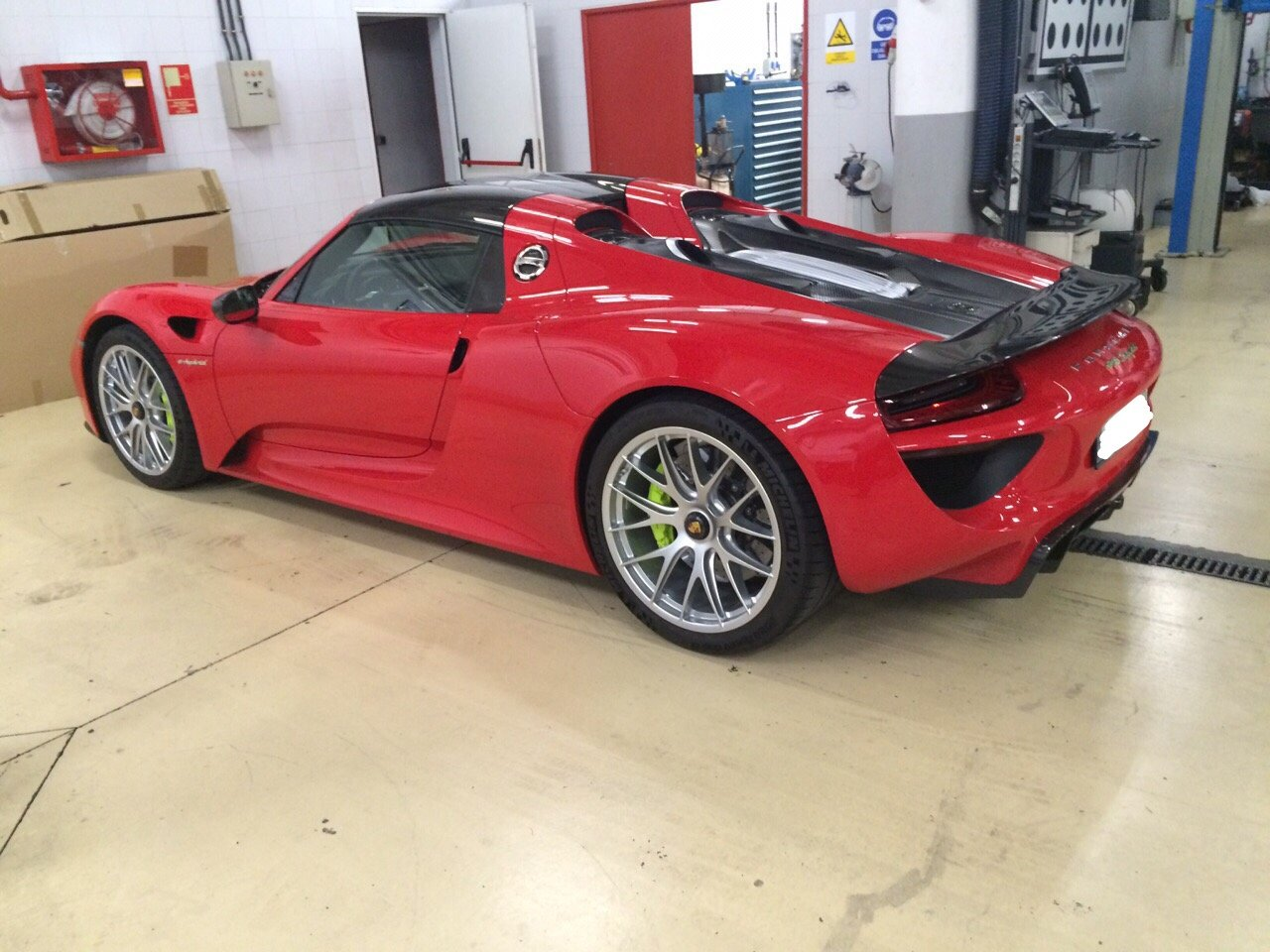 2014 PORSCHE 918 SPYDER - GS CARS For Sale by Auction (picture 3 of 6)