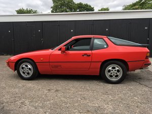 1986 Porsche 924S 160 bhp 154 lb/ft long MoT.