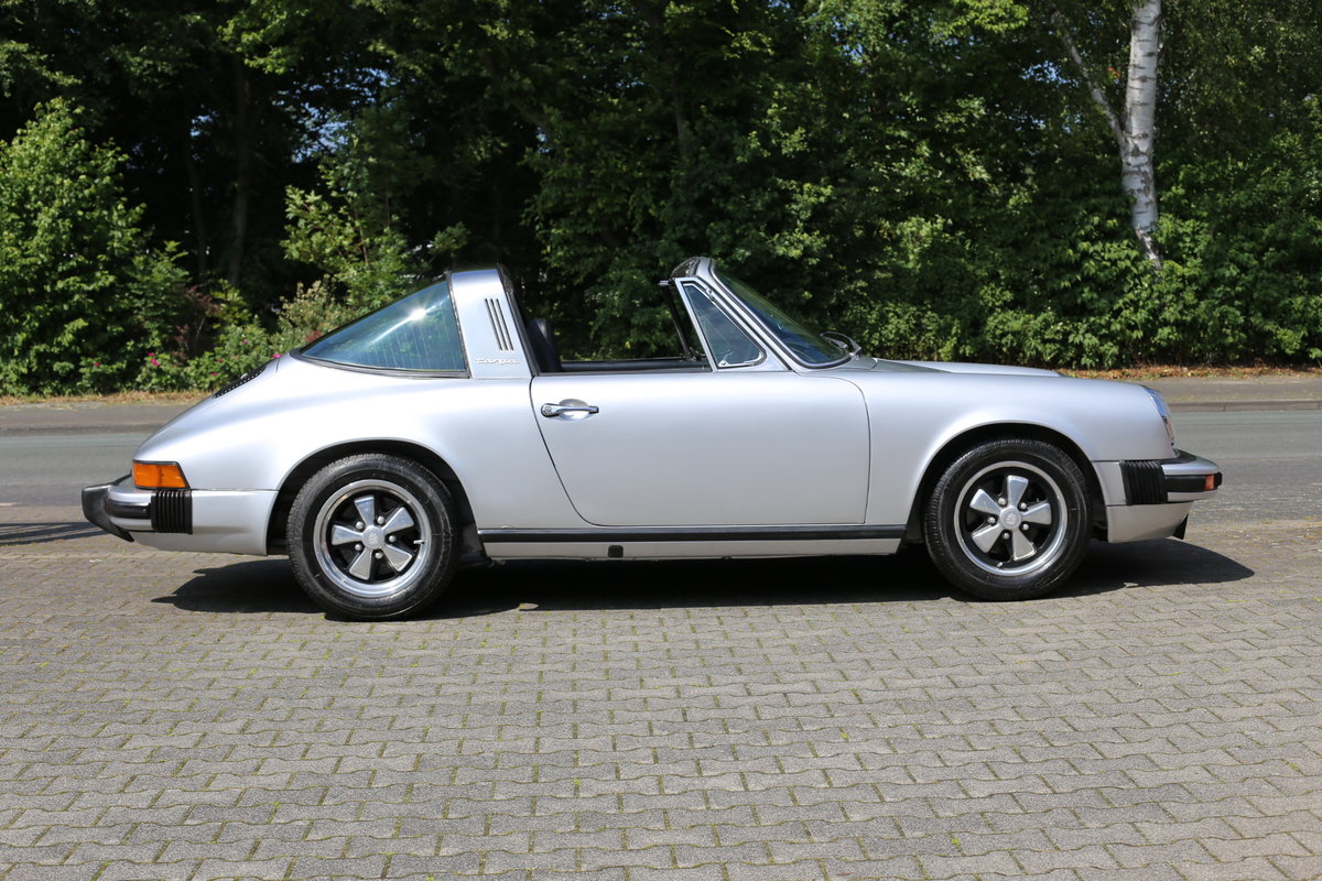1974 A sympathetically restored Porsche 911 Targa SOLD (picture 2 of 6)