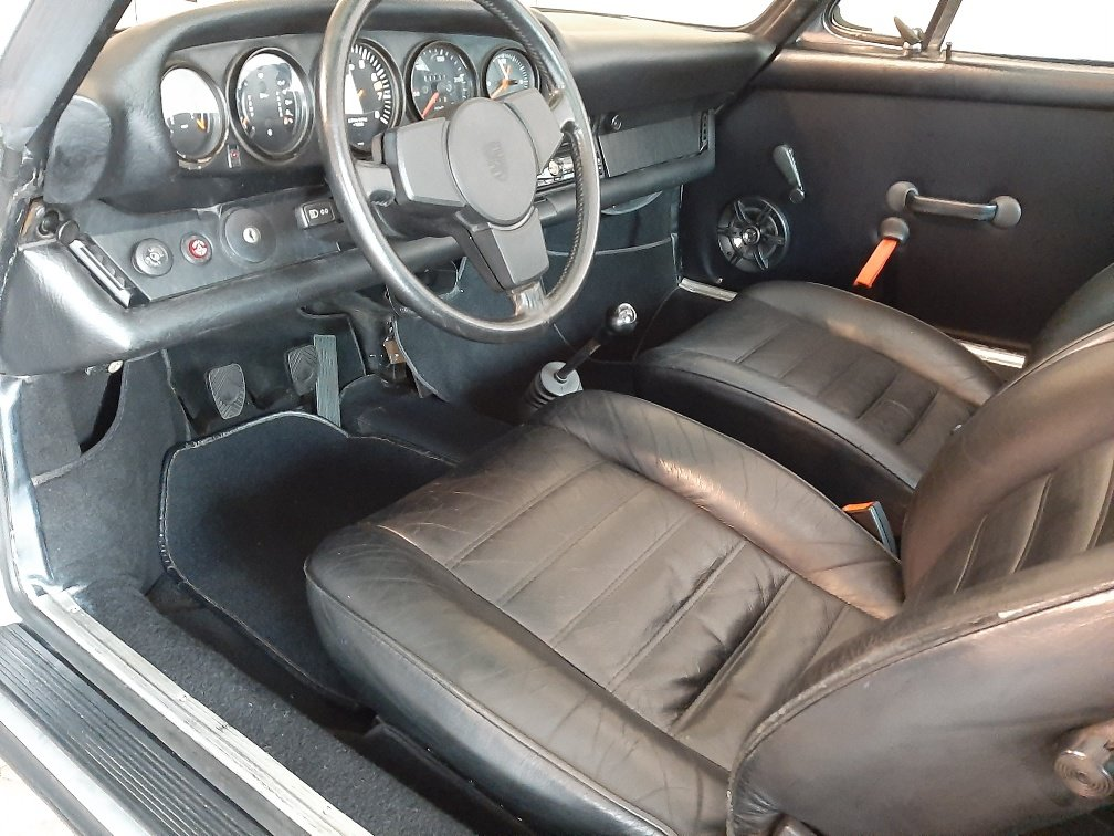 1974 A sympathetically restored Porsche 911 Targa SOLD (picture 5 of 6)