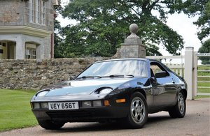Porsche 928, 5 speed manual (Historic status)