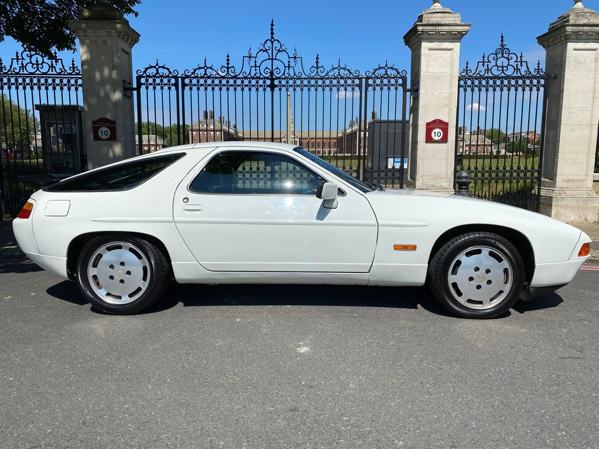 1990 Porsche 928S4 - an unbelievable 5.400 miles only For Sale (picture 2 of 6)