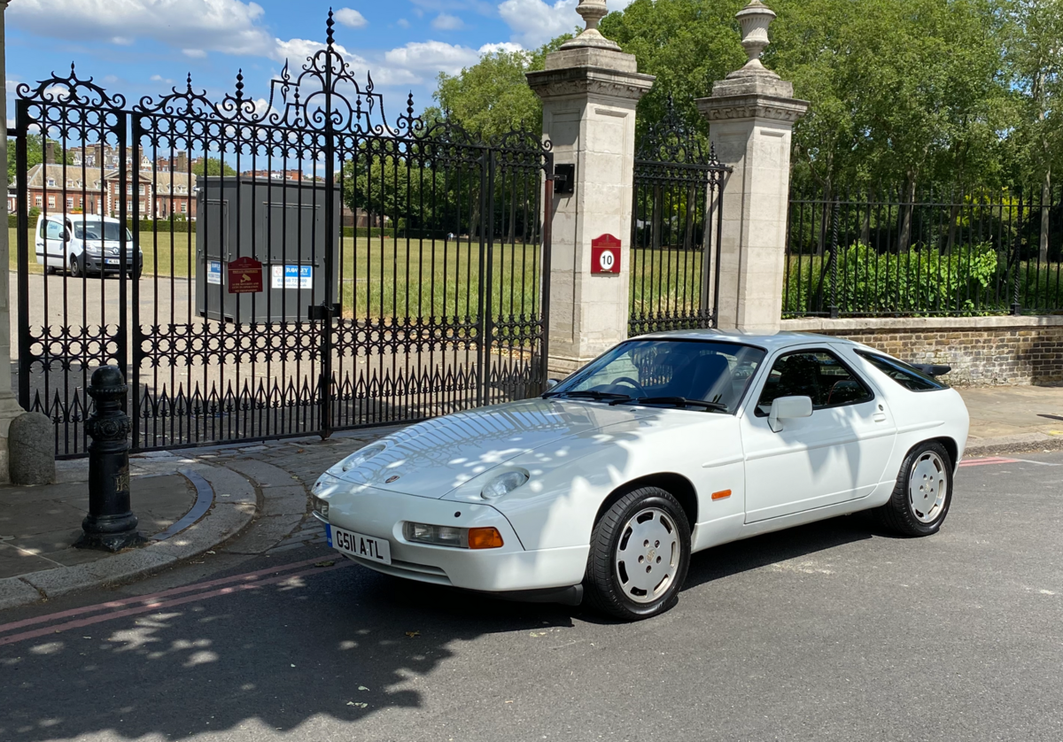 1990 Porsche 928S4 - an unbelievable 5.400 miles only For Sale (picture 3 of 6)