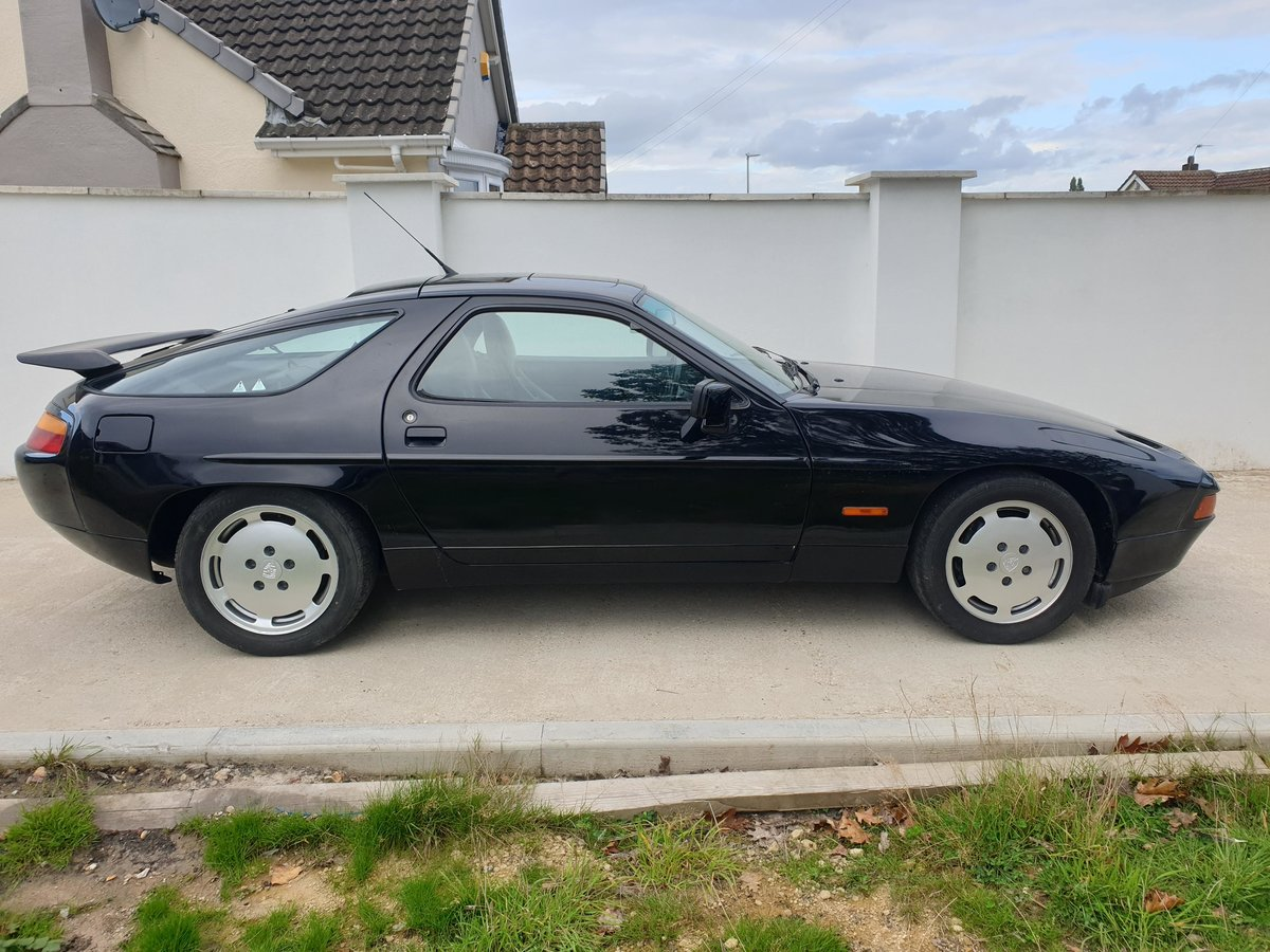 1991 Stunning Triple Black Low Owner Porsche 928 S4 FSH For Sale (picture 2 of 6)