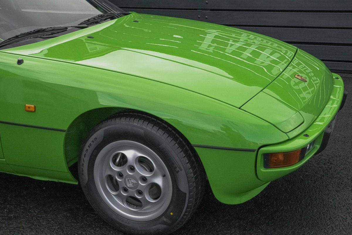 1988 Porsche 924S Signal Green 27k Miles SOLD (picture 4 of 15)