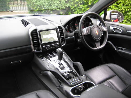 2011 Porsche Cayenne 3.0 TDI Tiptronic S With £14k Of Extras For Sale (picture 3 of 6)