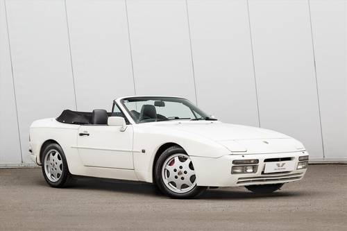 1990 PORSCHE 944 S2 Convertible-23 SERVICE STAMPS SOLD (picture 1 of 6)