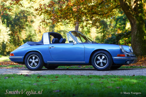 1968 Beautiful Porsche 911 2.0  Soft Window Targa as New ! For Sale (picture 1 of 6)