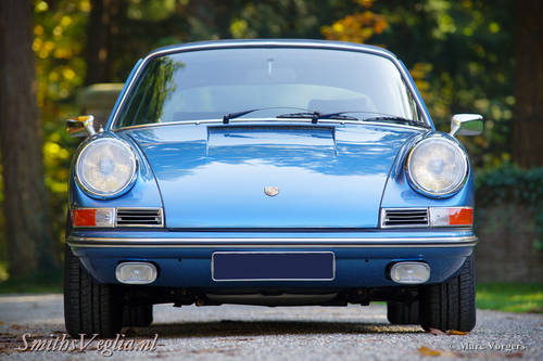 1968 Beautiful Porsche 911 2.0  Soft Window Targa as New ! For Sale (picture 2 of 6)
