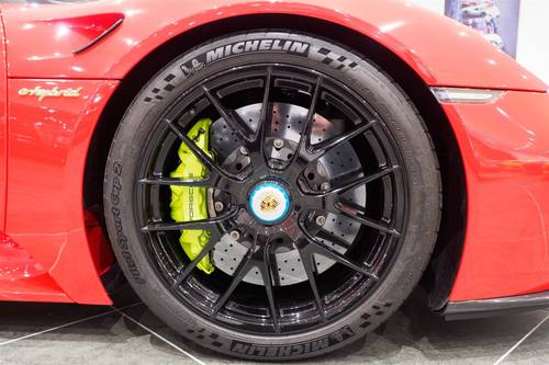 2015 Porsche 918 Spyder / Weissach Pack SOLD (picture 6 of 6)