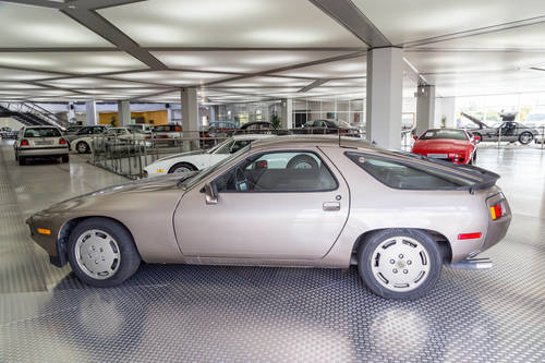 1982 Porsche 928 LHD *11 may* CLASSICBID AUCTION For Sale by Auction (picture 2 of 6)