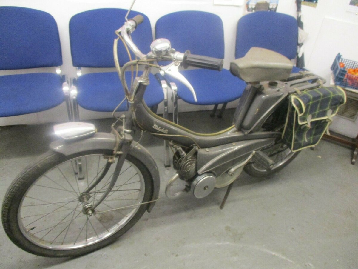 1960 s UNREGISTERED  1960s RALEIGH  MOPED 49cc 2 STROKE runs For Sale (picture 1 of 3)
