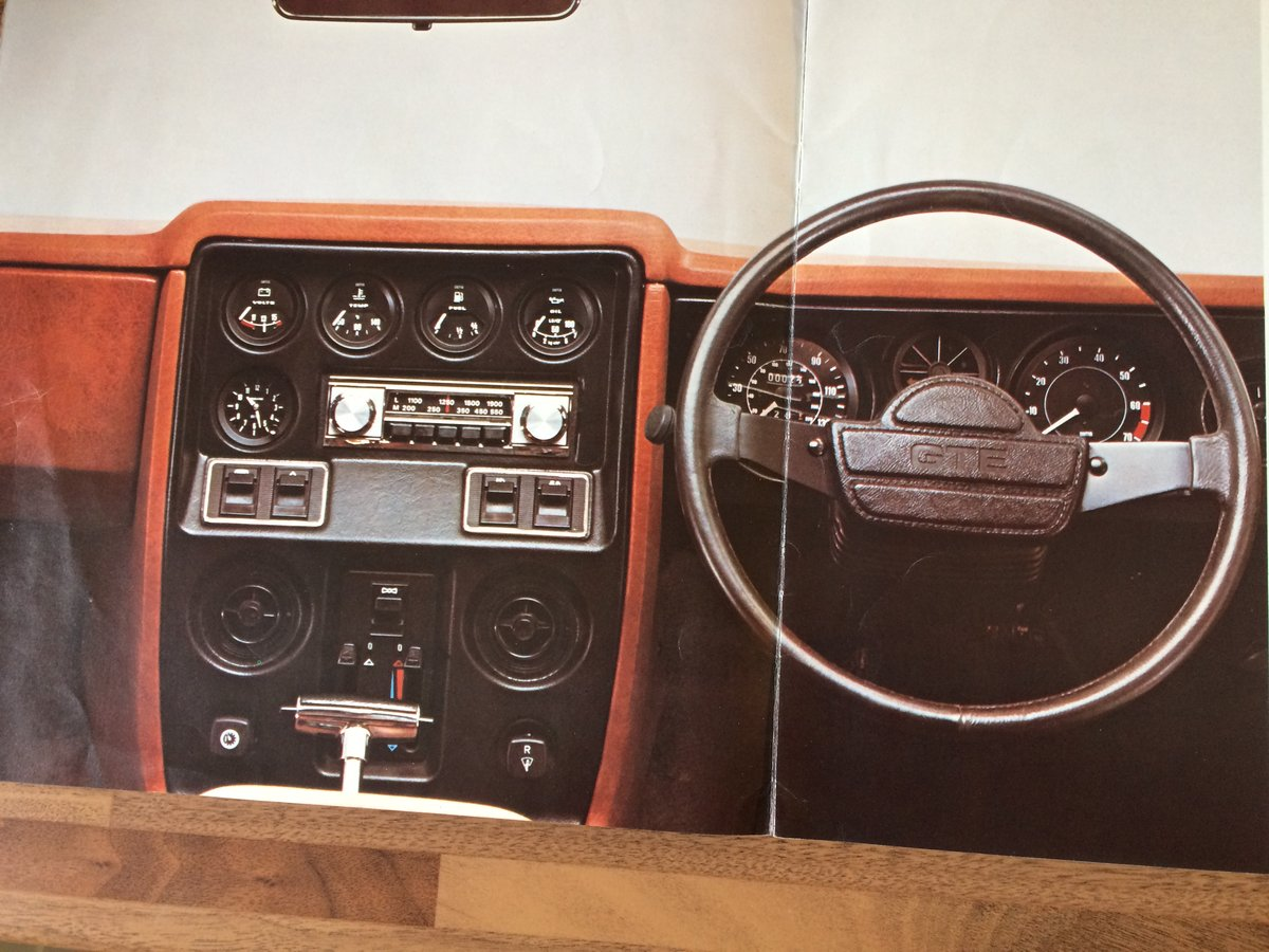 Reliant Scimitar brochure and spec sheet. For Sale (picture 3 of 6)