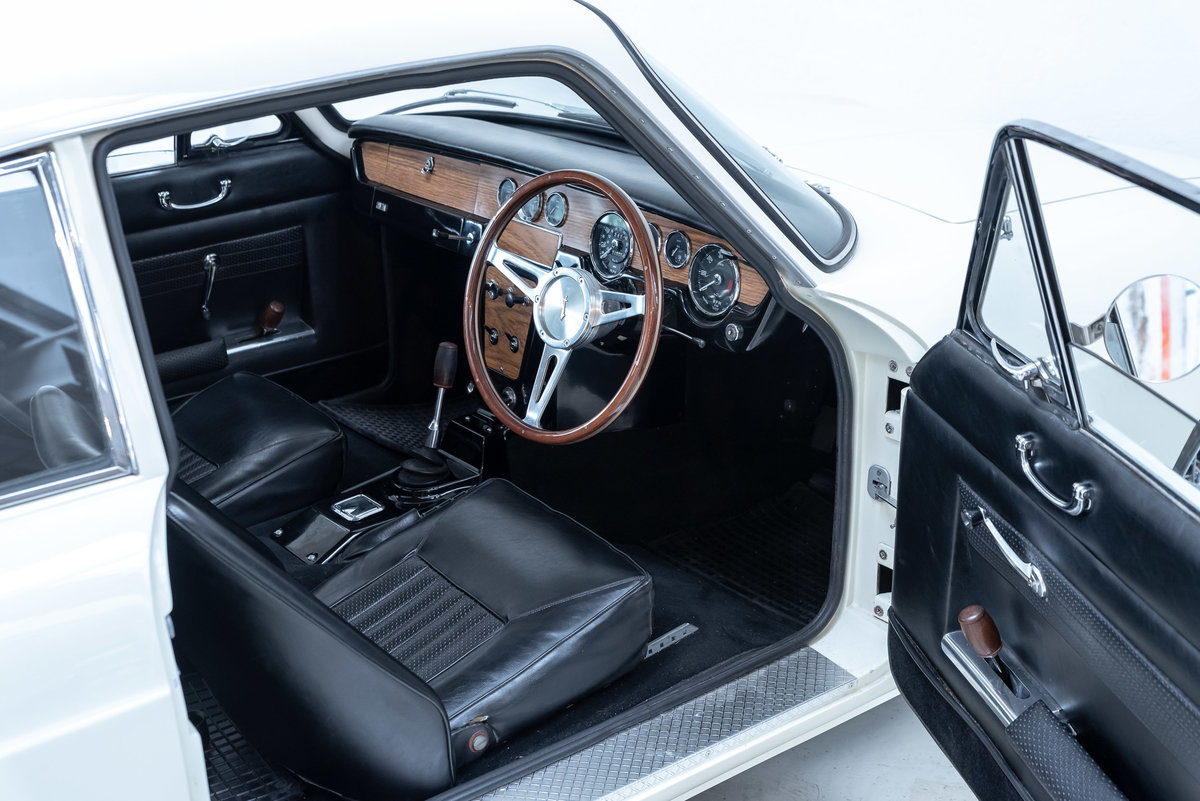 1966 Reliant Scimitar GT - Fully Restored - MINT For Sale (picture 3 of 6)