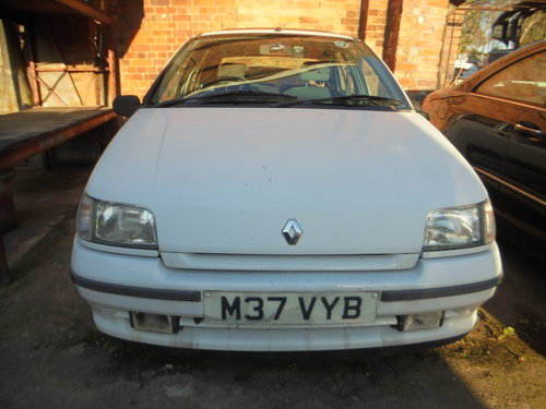 1995 REG CLASSIC CLIO AUTOMATIC LONG MOT 16 SERVICE STAMPES  For Sale (picture 1 of 6)