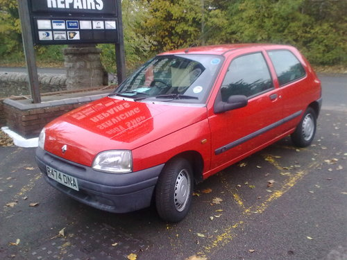 1996 - 35,000 MILE RENAULT CLIO SOLD (picture 1 of 6)