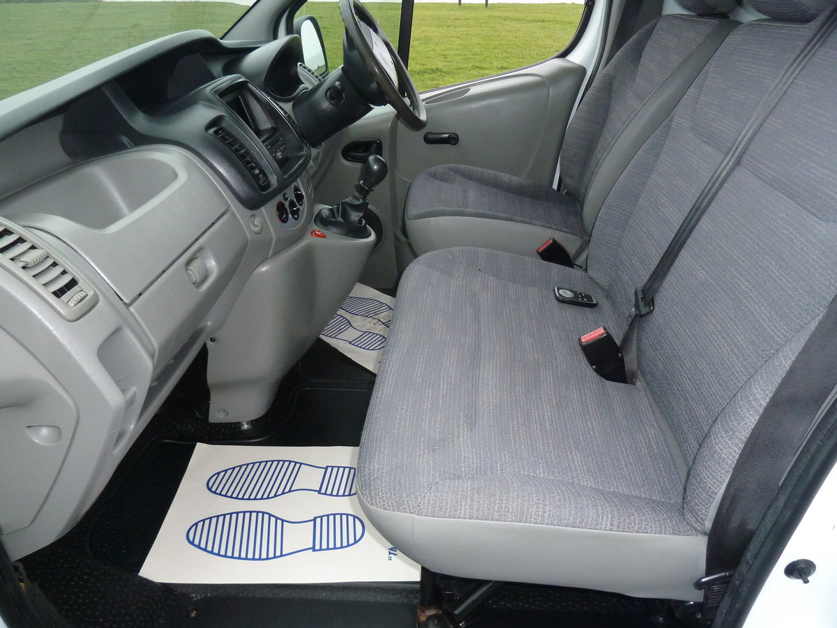 2012 TRAFIC 2.0dCi SL29 SAT NAV VAN LOVELY CONDITION LONG MOT For Sale (picture 5 of 6)