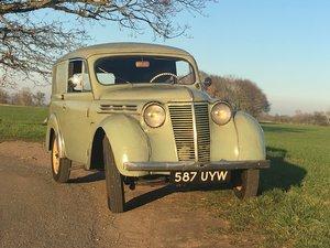 1955 Renault Juvaquatre.