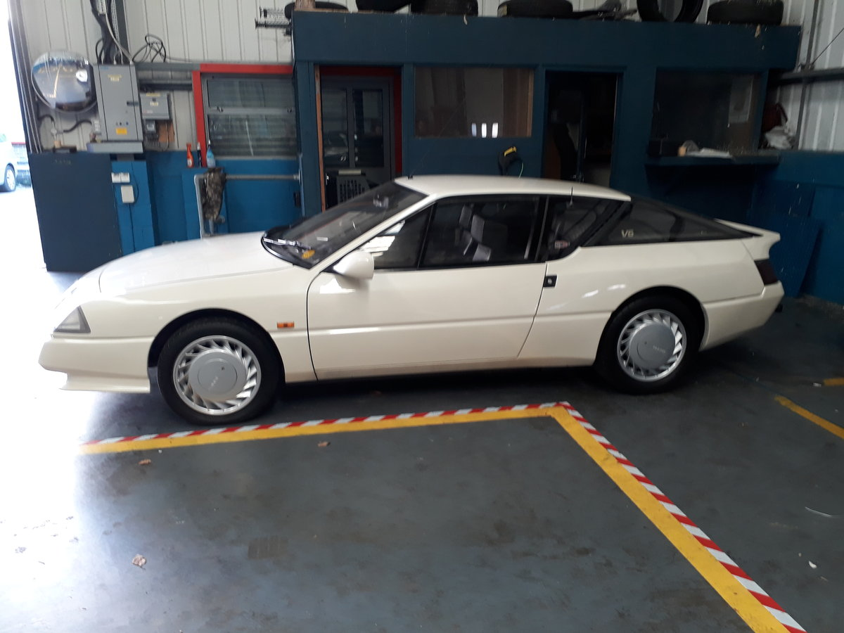 1988 A very presentable Renault Alpine GTA (Non Turbo) For Sale (picture 2 of 6)