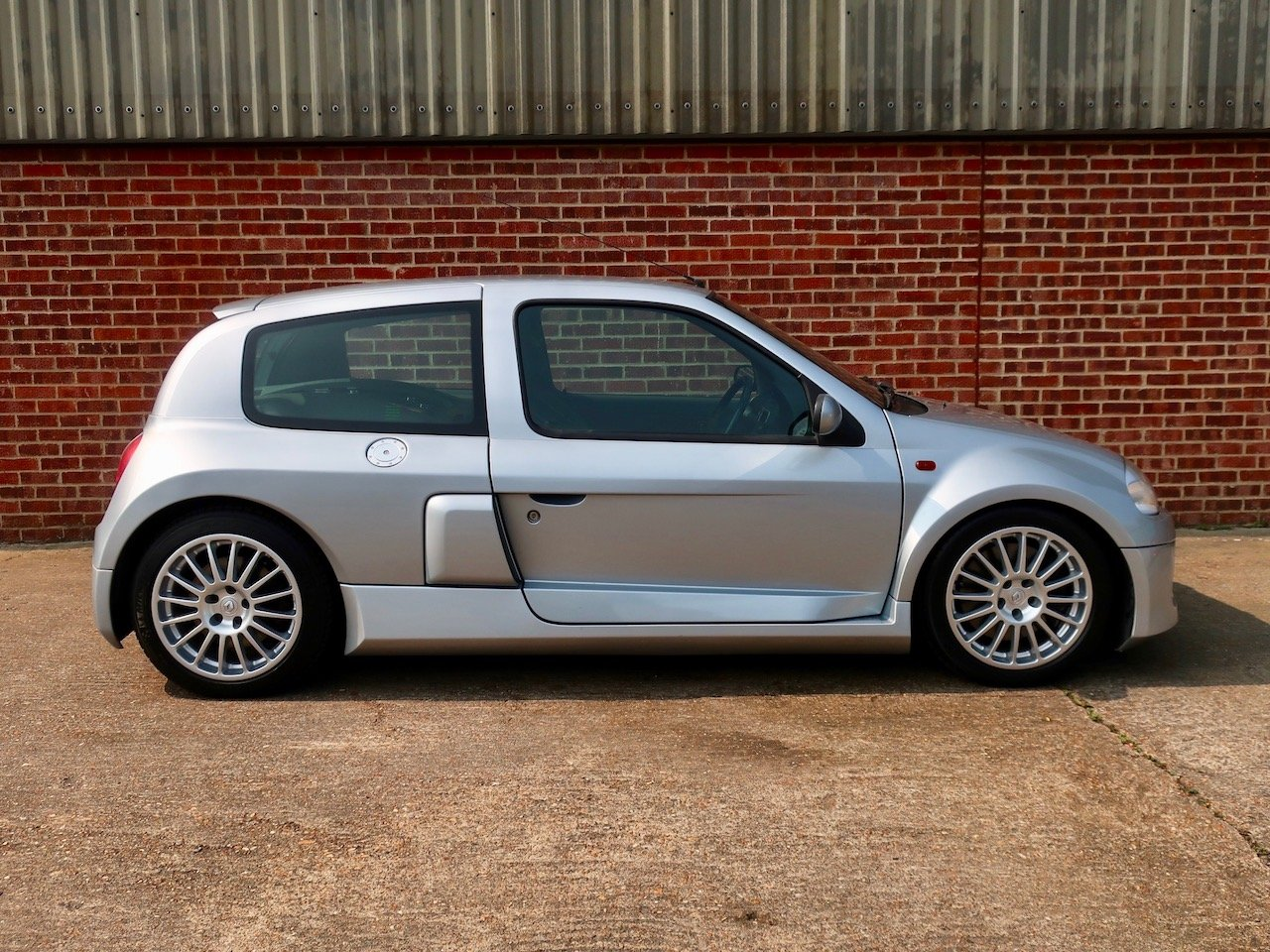 2002 Renault Clio V6  For Sale (picture 2 of 6)