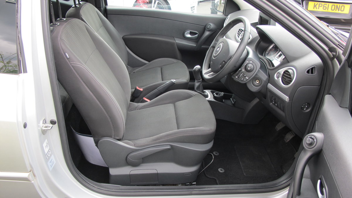 2011 RENAULT CLIO DYNAMIQUE MANUAL HATCHBACK 3 DOOR For Sale (picture 3 of 6)